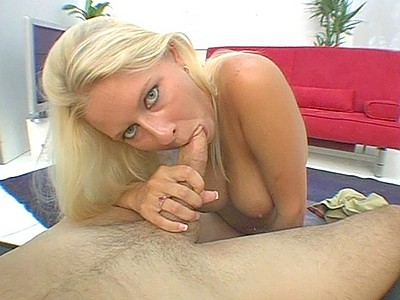 Riley Evans gives really good blowjob