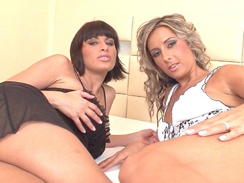 Babes dil-doing Babes IV Sex Scene Nr.6
